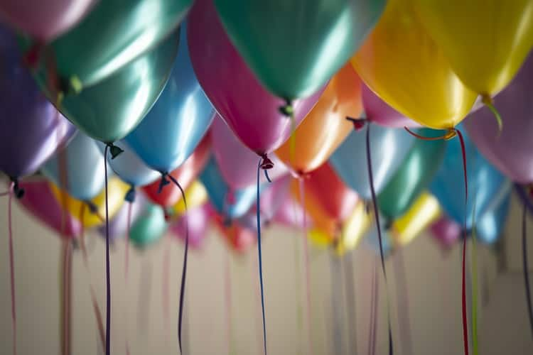Clear Balloons DIY Party Decor - Never Goes Out Of Fashion